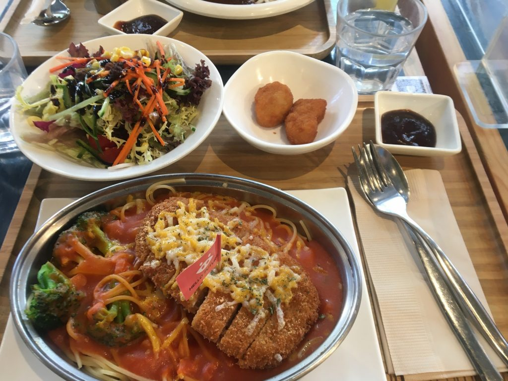 Green Common's Baked Spaghetti, Side Salad and Veggie Chicken Nuggets (sadly not in cute packaging) | Image by Yasmin Mahal